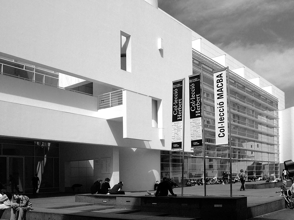 Barcelona museum of recent art – richard meier & partners architects louvers from the ramp-hall