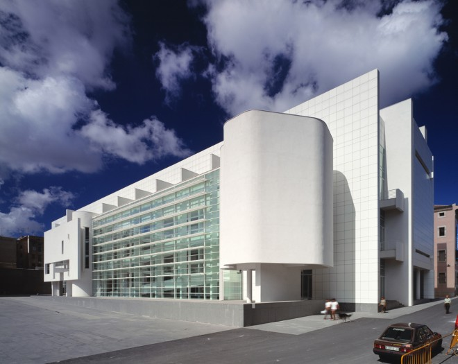 Barcelona museum of recent art – richard meier & partners architects white-colored