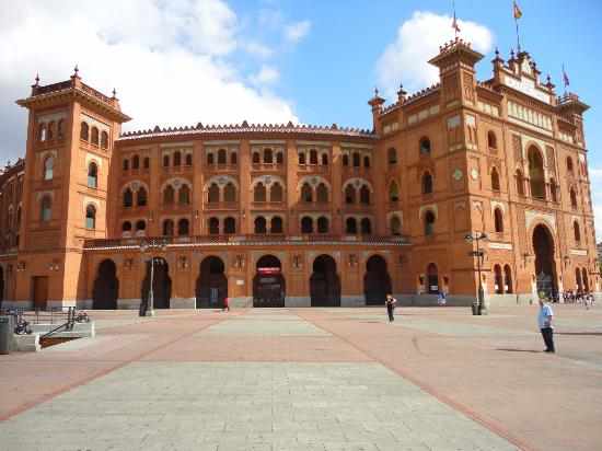 Bullfight in madrid - overview of plaza de toros las ventas, madrid, the country - tripadvisor The bull endured horribly, bleeding
