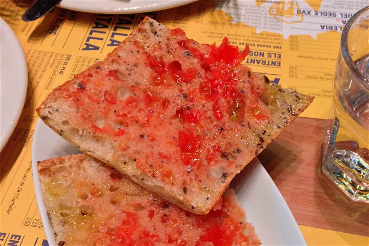 Catalan pa amb tomàquet (bread with tomatoes). Image by Jo Cooke / Lonely Planet