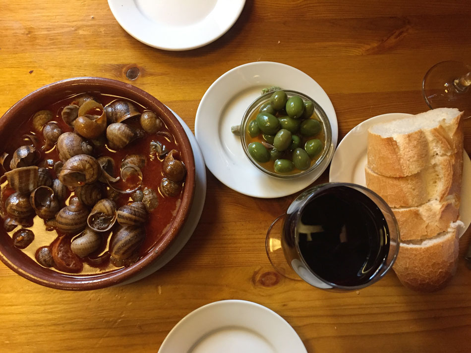 A tapas tour consists on stopping at different bars in search of the best food