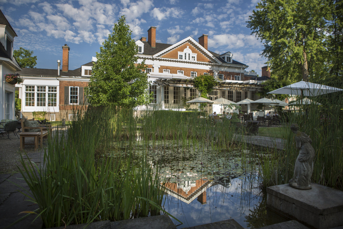 The country-hotels decor, furnishings, and amenities